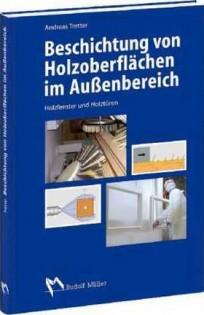 Beschichtung von Holzoberflächen im Außenbereich.Holzfenster und Holztüren